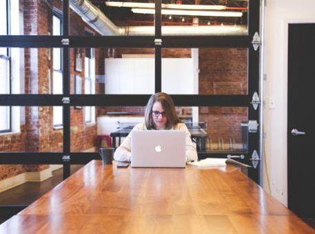Comment éviter la solitude de l'Office Manager